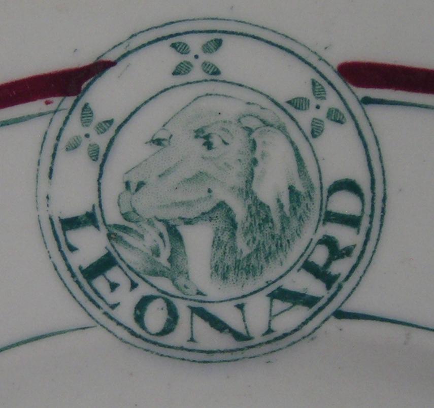 Leonard Hotel Logo